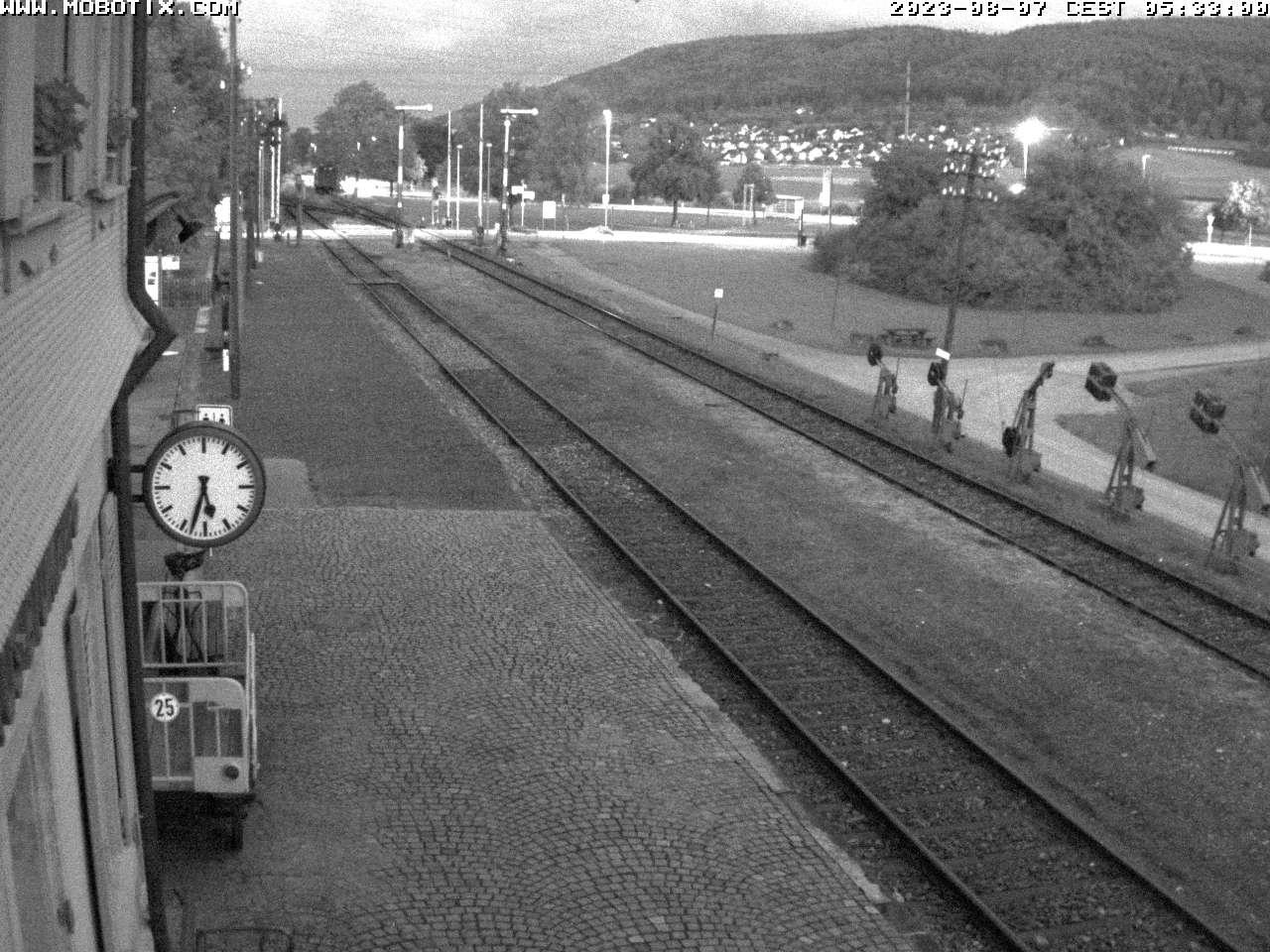 Unsere Webcam zeigt den Blick vom Bahnhof Blumberg-Zollhaus der Sauschwänzlebahn auf die Stadt Blumberg mit dem Eichberg im Hintergrund.